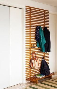 Garderobe Flur A runway to keep the house organized # maintain # runway Buying Diy Furniture, Furniture Design, Furniture Storage, Outdoor Furniture, Apartment Entrance, Ikea Design, Diy Casa, Home And Deco, Mudroom