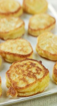 Hoe Cakes - Food Network - Jamie Deen-- ∙ Makes 16 hoecakes Refrigerated 2 Eggs Baking & Spices 1 cup Self-rising cornmeal 1 cup Self-rising flour 1 tbsp Sugar cup Vegetable oil or bacon grease Hoe Cakes, Hoecake Recipe, Breakfast Dishes, Breakfast Recipes, Dinner Recipes, Breakfast Pancakes, Healthy Desayunos, Great Recipes, Favorite Recipes