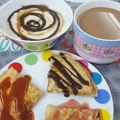 Buenos dias!!! ⭐ cafe con leche desoja ligera de @alpro ⭐ tortillas dulces creps: nutchoc de @max_protein ➕ sirope de fresa de @2bslimgoodgourmet, mermelada de albaricoque de @waldenfarmsinternational ➕ sirope de canela de @2bslimgoodgourmet y mermelqda de fresa de @waldenfarmsinternational ➕ sirope de choco de @servivita ⭐ gachas de avena sabor a avena 😅 ➡ Anoche toco cheat meal! Lo subo luego Que tengan una feliz mañana!😍😘 ↘▫▫▫▫▫▫▫▫▫↙ Podeis ver la video receta de esta semana para…
