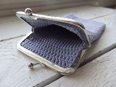 Pieniä hetkiä: Virkattu kukkaro + OHJE Drops Design, Cufflinks, Coin Purse, Wallet, Purses, Crochet, Crafts, Diy, Bags