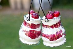Great idea for a picnic! Made by baking Deeghuys Red Velvet Cupcake Batter and layering with Deeghuys Cheese Cake Slab. Red Velvet Cupcakes, Home Baking, Raspberry, Picnic, Cheesecake, Fruit, Layering, Jars, Desserts
