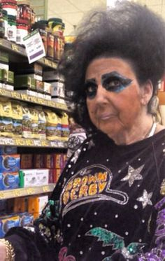 Welcome to Walmart Don't Be Scared - Funny Pictures at Walmart Meanwhile In Walmart, Only At Walmart, People Of Walmart, Stupid People, Crazy People, Funny People, Scared Funny, Dont Be Scared, Walmart Pictures