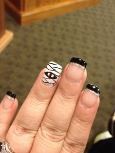 very cute halloween nails!