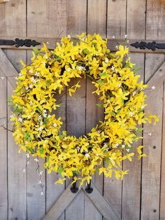 Excellent Free Spring Wreath forsythia Suggestions Get a uncomplicated precisely how to steer for wreath producing and create a stunning crazy spring w Forsythia Wreath, Grapevine Wreath, Summer Door Wreaths, Wreaths For Front Door, Spring Wreaths, Yellow Doors, Floral Foam, Farmhouse Wall Decor, Rustic Decor