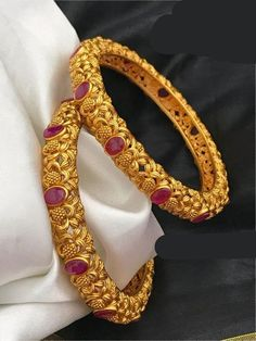Aashkaanya is an Online Traditional Indian Imitation Jewelry Boutique. The new destination for your shopping hub. Explore all collection for new designs and more colors. Let's Show The World You Shine. Gold Bangles Design, Gold Earrings Designs, Gold Jewellery Design, Necklace Designs, Gold Jewelry, Jewelery, Gold Designs, Gold Necklaces, Beaded Jewelry