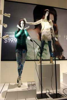 """H&M, """"PLEASE.....stop singing Lucy....NOW"""",pinned by Ton van der Veer"""