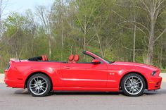 Ford will release a car that is 2013 Ford Mustang GT is the final step in the redesign in 2005. 2013 Ford Mustang GT will be diliengkapi new front and rear fascia designs are further apart than the current Mustang 2005-2009 models. At least until the all-new Mustang on the horizon for 2015 arc, this one is the ne plus ultra.
