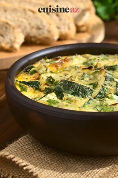 Cette poêlée de courgettes épicées aux oeufs est un accompagnement estival ! #recette#cuisine#courgette#legume Sweet Chili, Dish