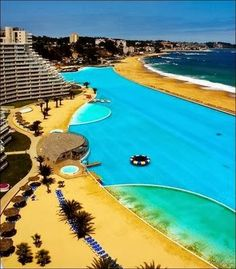 i really wanna swim in this pool so freaking bad!!!