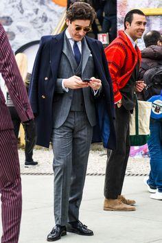 ビジネススーツに合う秋冬コート特集!王道からこなれ感を与えるアウターまでを紹介 | 男前研究所 Cool Street Fashion, Street Style, Classic Man, Gentleman, Suit Jacket, Menswear, Mens Fashion, Men's Style, Jackets