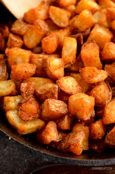 Syn Free Seasoned Crispy Home Fries - the ultimate breakfast side made healthier by cooking in the oven or Actifry. Slimming World Vegetarian Recipes, Slimming World Dinners, Slimming World Breakfast, Slimming Eats, Slimming World Hash Brown, Actifry Recipes Slimming World, Air Fryer Recipes Slimming World, Vegan Slimming World, Slimming Recipes