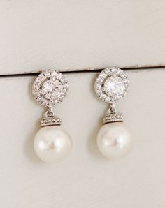 Bridesmaid Gift Maid of Honor Gift White Ivory Pearl Earrings Mother of the Bride Mother of Groom Gift Wedding Bridesmaid Earrings