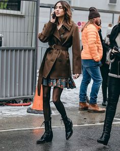 Alexa Chung lace up boots How To Have Style, Alexa Chung Style, Classic Trench Coat, Moda Vintage, Night Outfits, Dinner Outfits, Club Outfits, Looks Style, Look Chic