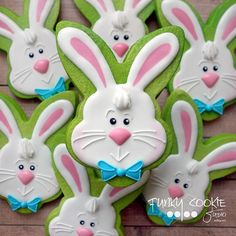 Easter bunny cookies by Jill FCS Fancy Cookies, Iced Cookies, Cute Cookies, Easter Cookies, Easter Treats, Holiday Cookies, Cupcake Cookies, Sugar Cookies, Cupcakes