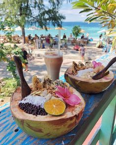 Açaí bowl for breakfast on the beach in Bali.does it get any better? Travel Aesthetic, Aesthetic Food, Vacaciones Gif, Voyage Bali, Destination Voyage, Bali Travel Guide, Asia Travel, Paradise Travel, Gili Trawangan
