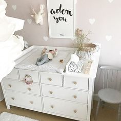 Changing table DIY Changing mat Changing room Baby room nursery - Baby/ Kids room and deco - Baby Room Ideas Baby Room Boy, Baby Girl Bedding, Baby Bedroom, Baby Room Decor, Nursery Room, Crib Bedding, Baby Baby, Diy Changing Table, Baby Changing Mat