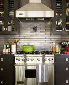 Thom Filicia Grey Kitchen Stainless Steel Backsplash - sublime decor - Need to figure out how to incorporate this in the house in the woods. Backsplash With Dark Cabinets, Black Cabinets, Grey Cupboards, Inset Cabinets, Black Counters, White Countertops, Upper Cabinets, New Kitchen, Kitchen Decor
