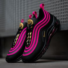 What a banger! A black base with pink and gold accents make sure that these Nike Air Max 97 Ultras grab all the attention on the streets! Get them now on KICKZ.com and in selected stores! Ladies only!