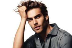 How perfect is he? Blonde Pixie, Curly Hair Femme, Hairstyles Haircuts, Haircuts For Men, Layered Hairstyles, Jon Kortajarena, Most Beautiful Eyes, Hair Magazine, Hair Styles 2014