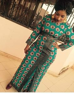 Here are some adorable and stunning African ankara gowns that will give you that unique look you deserve for your occasions and special events, these ankara dresses come in different styles and designs just to give you an awesome fitting and look. African Fashion Designers, African Inspired Fashion, African Print Fashion, Africa Fashion, African Wear Dresses, African Attire, African Clothes, Adinkra Symbole, Ghana