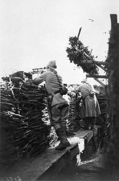 French troops manning an advanced observation post near Meurthe-et-Moselle, c. 1916