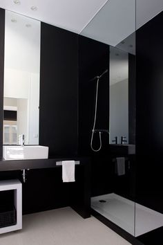 Classic black & white bathroom    Get the same effect using our Bonza Black Embossed 20 50 and Plato Grey 80 80