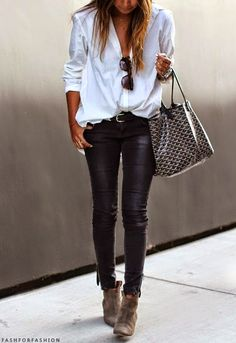 Black and white casual outfit fashion for over 50 Tendances mode hiver 2019 Mode Outfits, Casual Outfits, Fashion Outfits, Womens Fashion, Fashion Trends, Fashion Bloggers, Fashion Clothes, Classic Outfits, Fashion News
