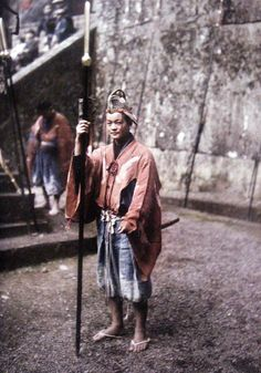by Albert Kahn Old Pictures, Old Photos, Vintage Photos, Samurai Costume, Albert Kahn, Taisho Period, Modern Photographers, Japan Outfit, Japan Girl