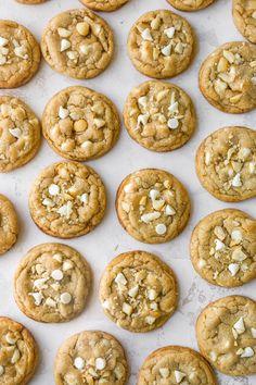 White Chocolate Macadamia Nut Cookies - Kim's Cravings Cookie Flavors, Easy Cookie Recipes, Easy Homemade Cookies, Soft Cookie Recipe, Cookie Ideas, White Chocolate Macadamia, White Chocolate Chip Cookies, Chocolate Biscuits, Macadamia Nut Cookies