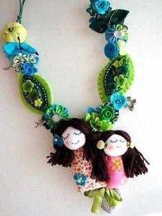 collar Felt Necklace, Kids Necklace, Necklaces, Fiber Art Jewelry, Jewelry Art, Small Sewing Projects, Fabric Jewelry, Felt Art, Fabric Art