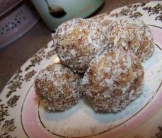 Recipe Date and Macadamia Bliss Balls by Foodie Mum - Consultant - Recipe of category Desserts & sweets