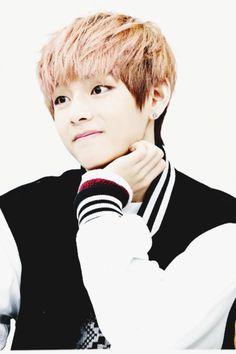 BTS V he looks like a anime character so cute