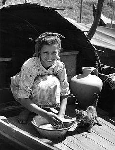 La fille du marinier by Jean Dieuzaide. Learn Fine Art Photography - https://www.udemy.com/fine-art-photography/?couponCode=Pinterest22
