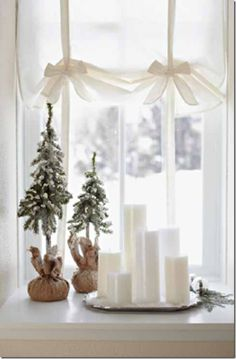 "understated..window display ""White Christmas"
