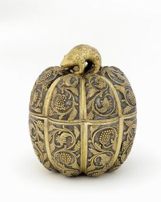 Chinese Art | Lidded box in the form of a melon with grapevines and knob in the shape of a rodent | F1930.39a-b