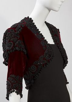 Vintage,Cristóbal Balenciaga: Evening bolero jacket of burgundy silk velvet and jet and passementerie embroidery by Bataille, winter collection of Hamish Bowles. I saw this in Balenciaga and Spain, an exhibit at the de Young Museum in SF. Vintage Outfits, Vintage Gowns, Vintage Mode, Balenciaga Vintage, Christian Dior, 1940s Fashion, Vintage Fashion, Passementerie, Period Outfit