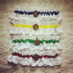 Harry Potter Garter - Hogwarts houses, Gryffindor, Slytherin, Ravenclaw, Hufflepuff. HP wedding, Geek garter, wedding garter, bridal garter.