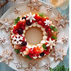 Creative Christmas Food, Xmas Food, Christmas Cooking, Fruits Decoration, Xmas Desserts, Beautiful Cake Designs, New Year's Cake, Buttercream Flower Cake, Edible Crafts