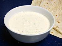 Salsa de yogur para kebabs