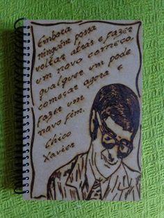 CHICO XAVIER, CADERNO COM CAPA DE MADEIRA EM MDF.