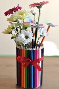 Youpiiii is the holidays ! (+ the end of year gift) – – – Abiball Abschlussfeier Baby Shower Erntedankfest (Thanksgiving) Geburtstag Geschenk korb Teacher Cards, Teacher Gifts, Tin Can Crafts, Diy And Crafts, Diy Cadeau Maitresse, Diy For Kids, Crafts For Kids, Thanks Teacher, Pencil Crafts