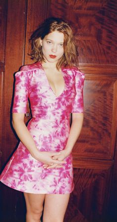 Lea Seydoux in Pink....HAIRCUT I WANT...my hair doesn't grow long and since its finally getting thick again, i need to cut it short so its all thick, not just half thick and the bottom half still thin.