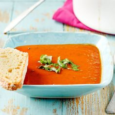 Maukas ja kevyt tomaattikeitto on todella helppo valmistaa. Keitto sopii hyvin myös alkuruoaksi.