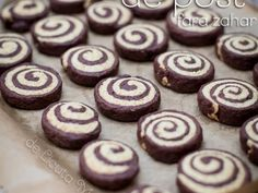 Fursecuri de post fara zahar - imagine 1 mare Vegan Sweets, Sweets Recipes, Vegan Desserts, Cake Recipes, Vegan Recipes, Good Food, Yummy Food, Homemade Sweets, Biscuit Cookies