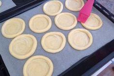 Kynuté koláče s drobenkou   NejRecept.cz Griddle Pan, Food And Drink, Cookies, Desserts, Recipes, Thermomix, Cooking, Crack Crackers, Tailgate Desserts