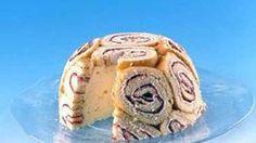 Juhlava Charlotte russe on näyttävä ja suussa sulava tarjottava. Kakun kehitti 1700-luvulla Venäjällä Aleksanteri I:n ranskalainen kokki. Charlotte Russe Cake, Finnish Recipes, Deb Shops, Heidi Klum, Donna Karan, Stella Mccartney, Cake Recipes, Cheesecake, Deserts