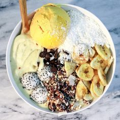 Base: blended mangoes, coconut cream, & frozen bananas. Toppings: mango ice cream, banana chips, cashew rawnola, coconut shreds, dragon fruit balls, & carob chips.