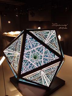 Portal Icosahedron, Anthony James, Titanium and specialized glass, 2018 : Art Led Infinity Mirror, Infinity Art, Infinity Lights, Infinity Spiegel, Infinite Mirror, Light Art Installation, Licht Box, Deco Originale, Mirror Art