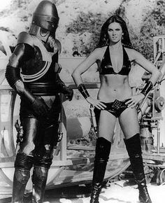 Here's a photo from the set of Starcrash, the 1978 American space opera film with Judd Hamilton and Caroline Munro as 'Stella Star'. The cast also includes Marjoe Gortner, Caroline Munro, Christopher Plummer, David Hasselhoff and Joe Spinell. Caroline Munro, Science Fiction Art, Pulp Fiction, Image Internet, Space Opera, Templer, Sci Fi Tv, Sci Fi Films, Sci Fi Horror