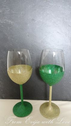 St Patricks day celebrations - sparking wine glases, mod podge glitter glasses DIY tutorial
